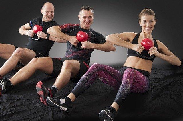 En kettlebell er et særdeles effektivt træningsredskab, der kan inddrages i styrketræningen på mange måder.